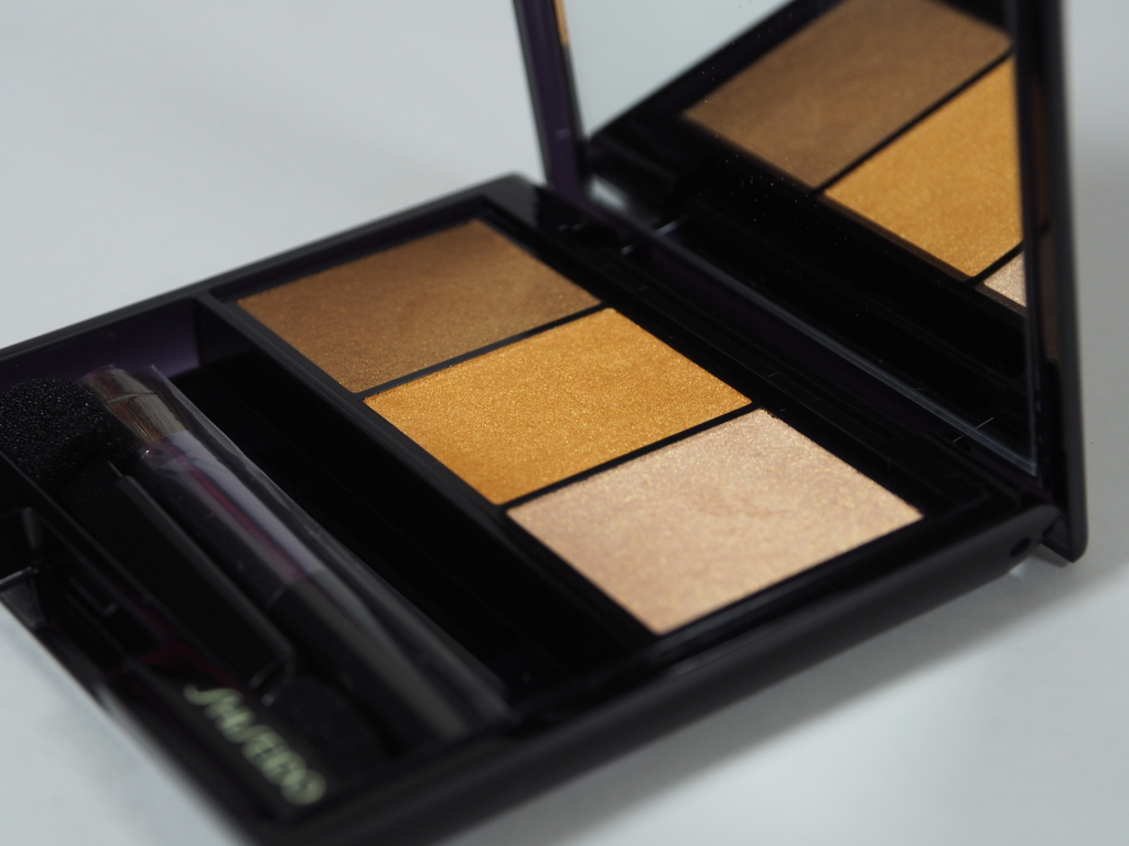 Shiseido Luminizing Satin Eye Color Trio Voyage