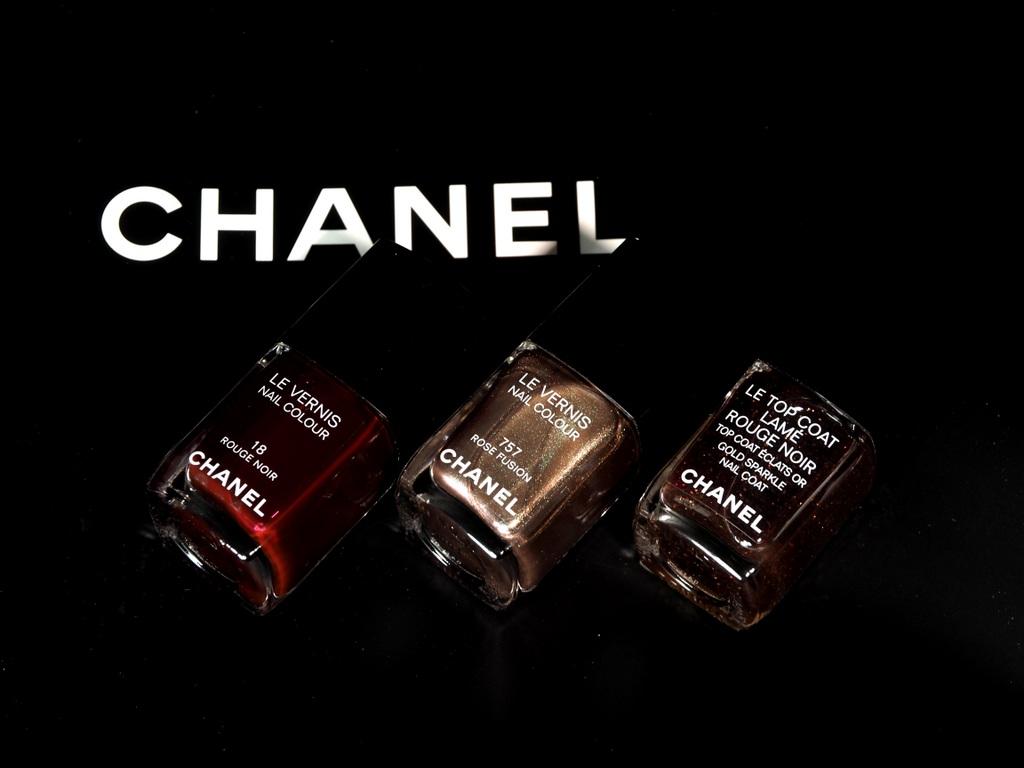 CHANEL LE VERNIS 18 Rouge Noir