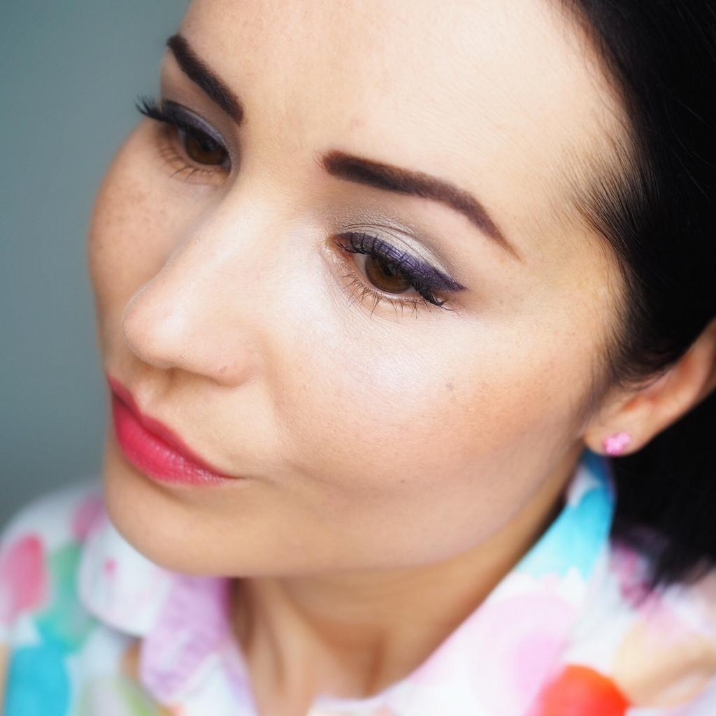 Makijaż z fioletową kreską