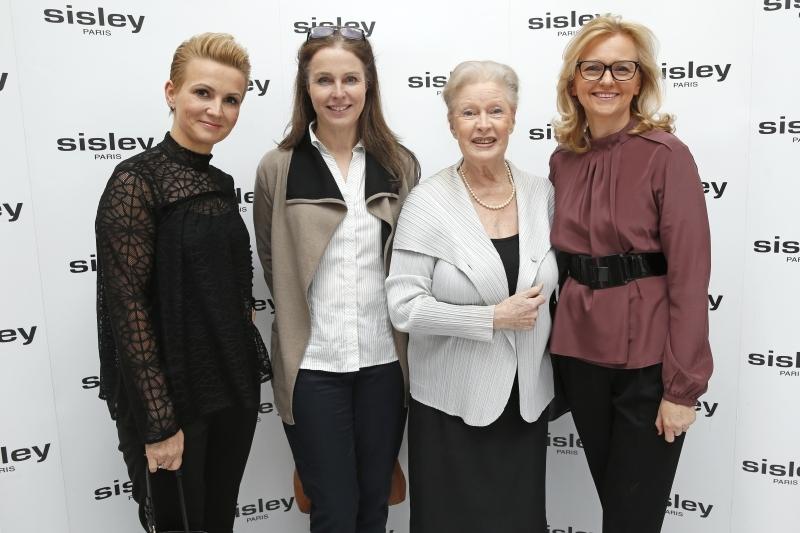 scena z: Marta Kuligowska, Karolina Wajda, Beata Tyszkiewicz, Jolanta Szamocka, SK:, , fot. Podlewski/AKPA