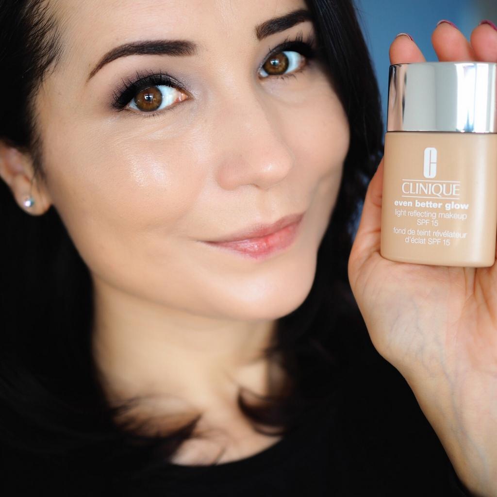 CLINIQUE Even Better™ Glow Light Reflecting Makeup SPF 15
