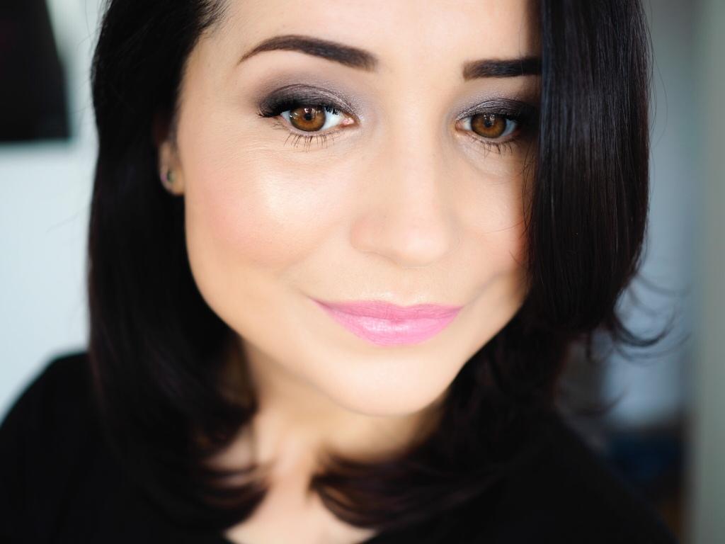 Even Better™ Glow Light Reflecting Makeup SPF 15